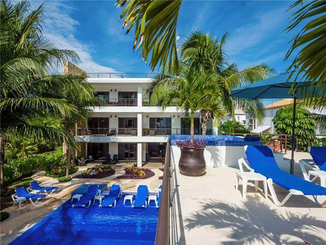 Enormous luxury villa on the beach for rent in Akumal