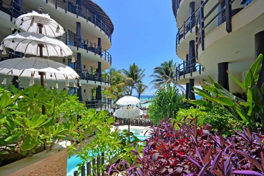 Condo in hotel on the beach for sale in Playa del Carmen
