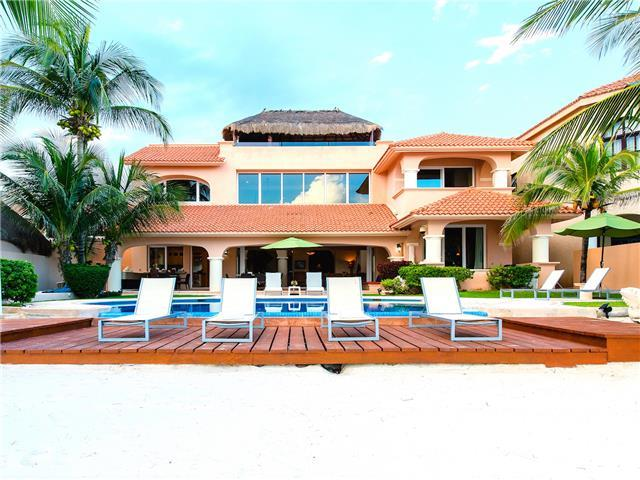 Luxury family villa on the beach for rent in Puerto Aventuras
