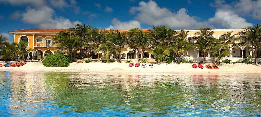 Complex of 3 luxury villas for rent in Puerto Aventuras
