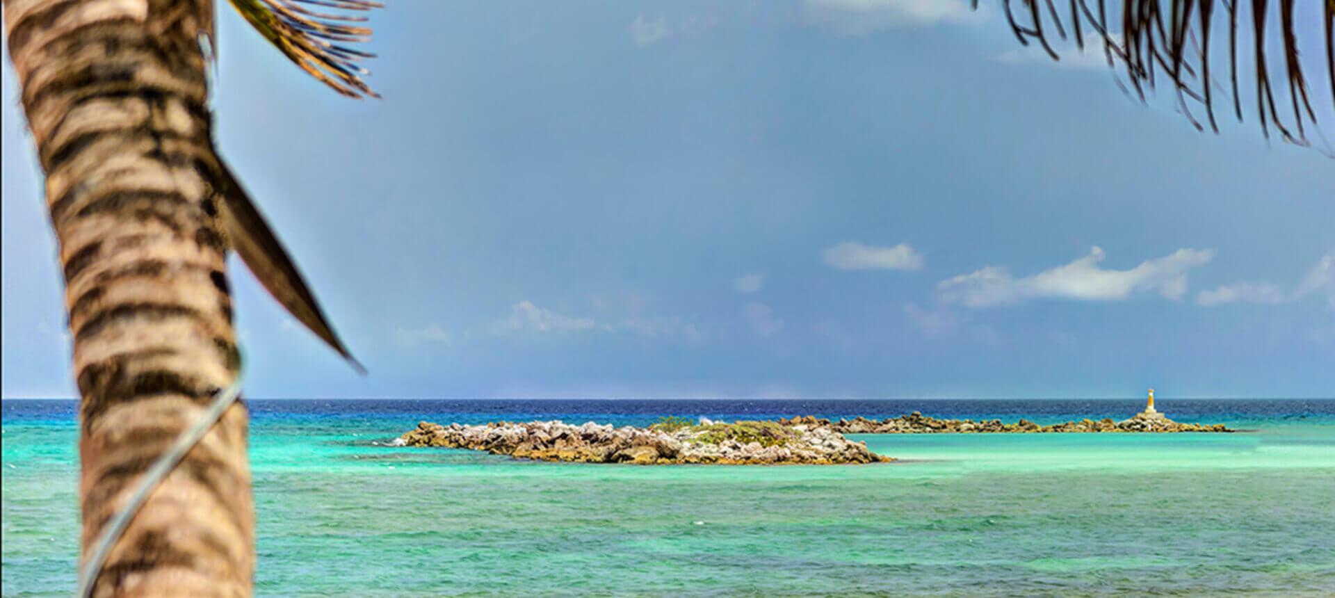 Luxury villa on the beach for rent in Puerto Aventuras