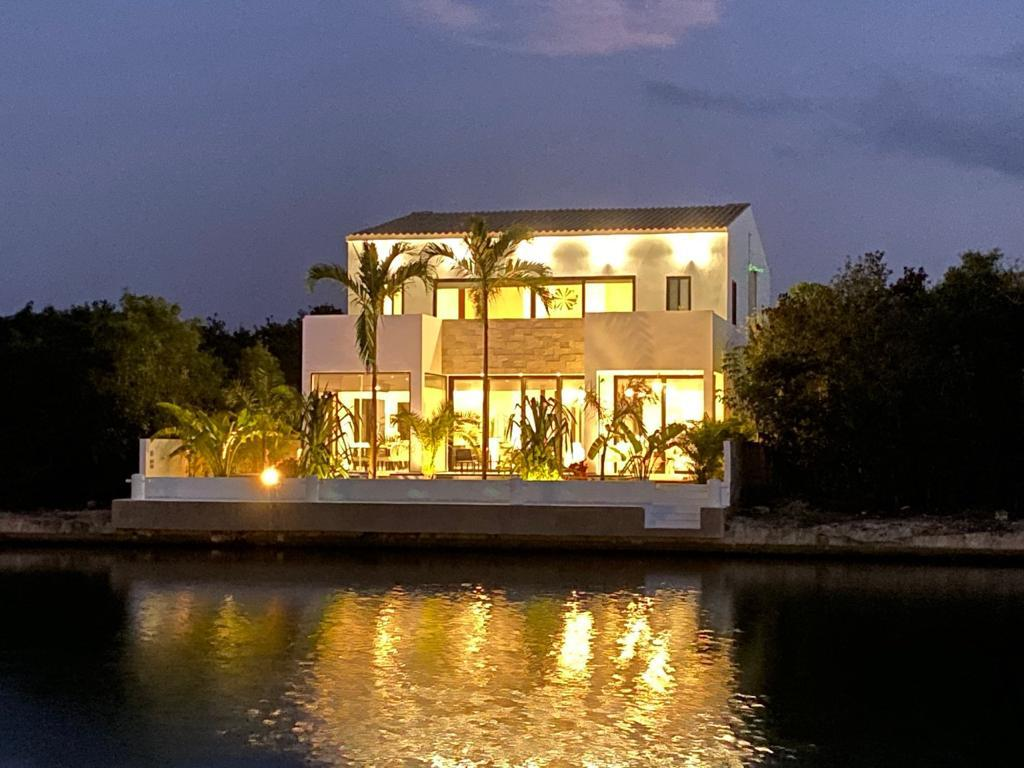 Luxury 5-bedrooms villa CASA MARINA for sale in Puerto Aventuras