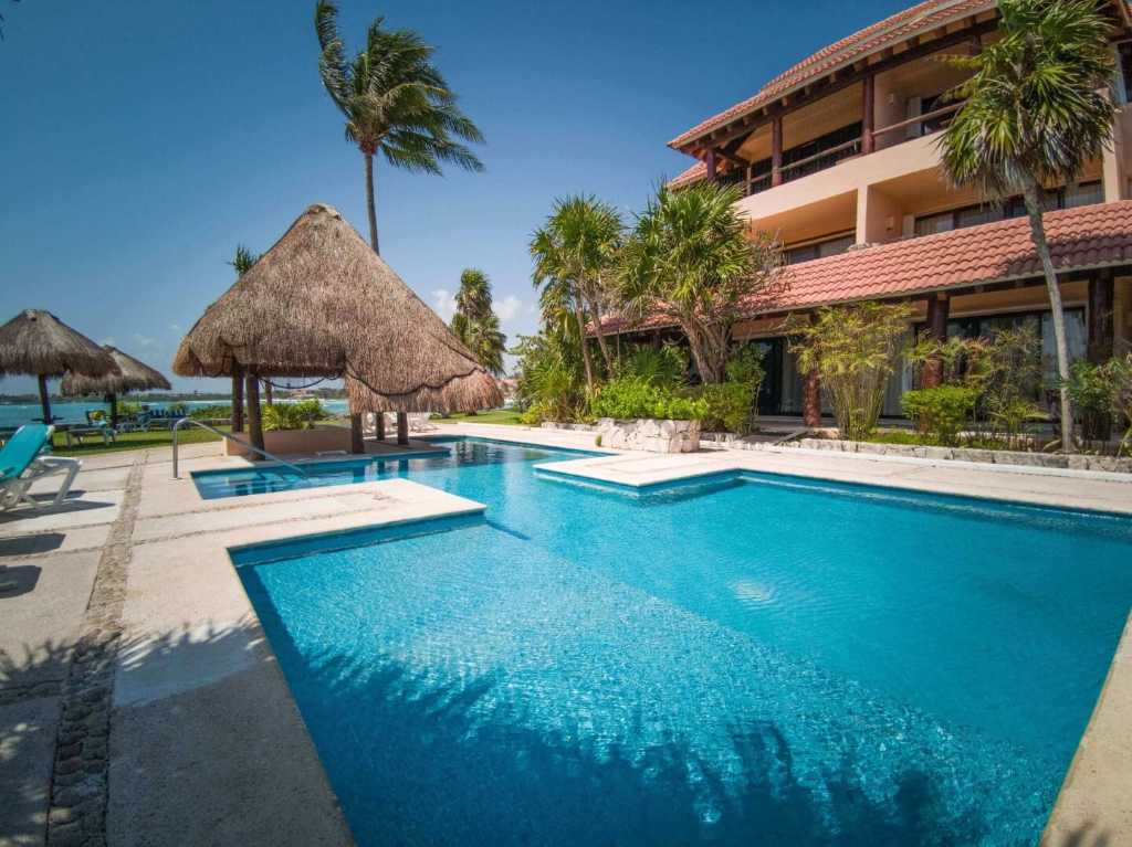 Sea view condo on the beach for sale in Puerto Aventuras