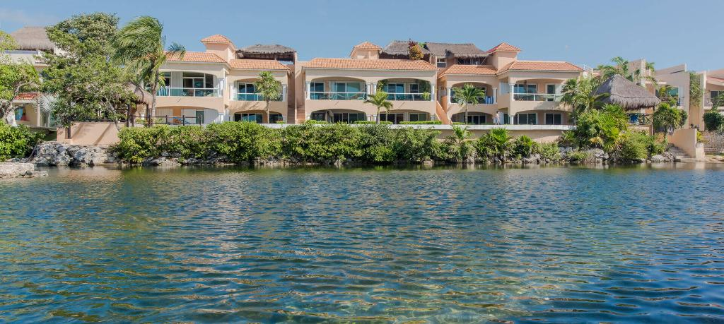 Condos and penthouses for sale in Puerto Aventuras