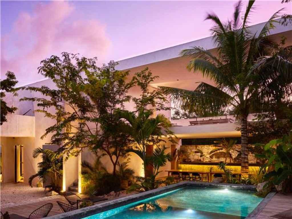 New 8-bedroom villa for rent in Tulum