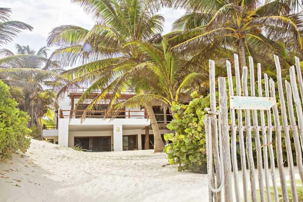 Five-bedroom villa for rent on the beach in Tulum