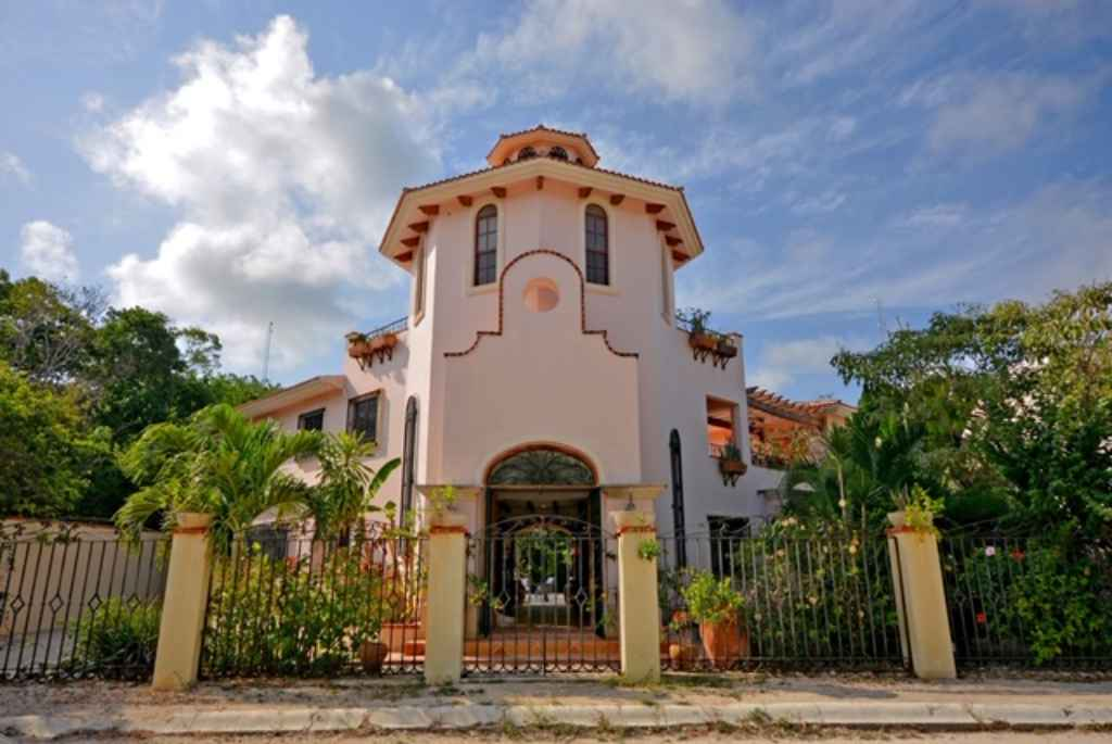 Luxury 3-bedroom villa for sale in Tulum